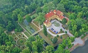 zamek-Krokowa-zabytek-park-pomorskie-kaszuby-atrakcje-z-lotu-ptaka-580x350