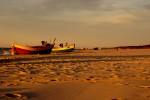 Kutry rybackie na plaży bałtyckiej w Dębkach
