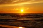 Zachód słońca na plaży w Dębkach
